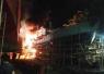 Satu Unit Kapal Penampung Ikan Terbakar